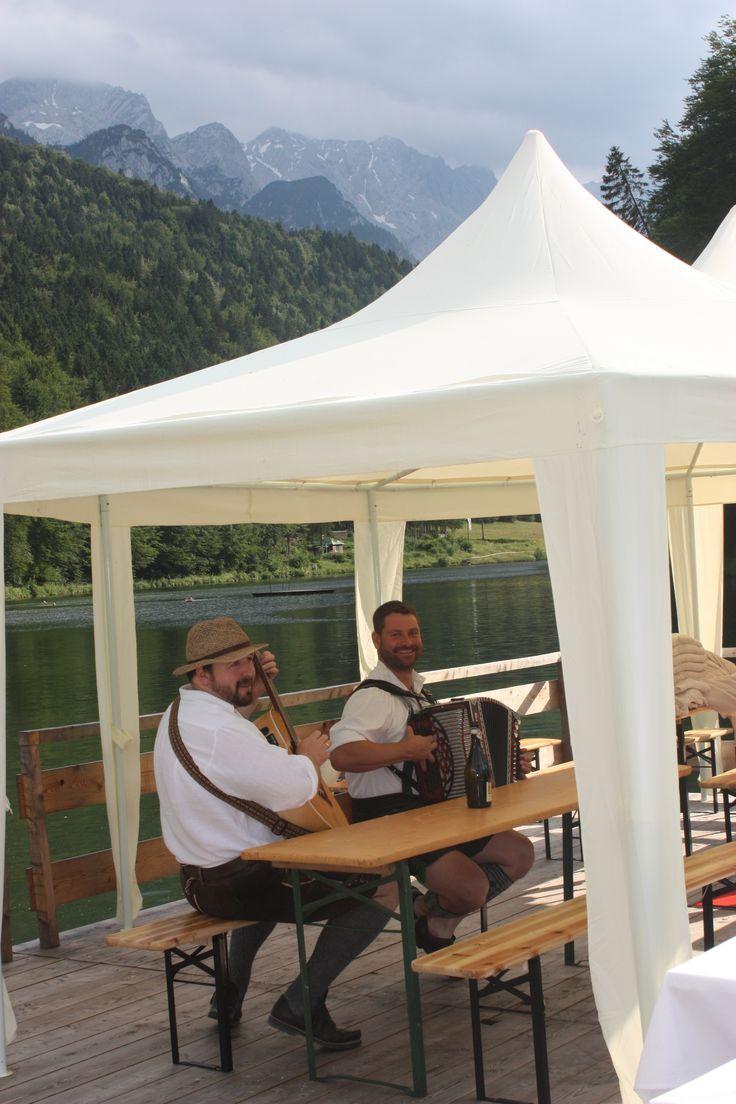 Floß-Hochzeit auf dem Riessersee, Garmisch-Partenkirchen, Bayern - Raft wedding on lake Riessersee, Garmisch-Partenkirchen, Bavaria  www.riessersee-hotel.de