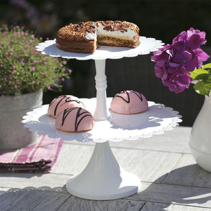Etagere FRIEDA weiß mit Spitzenrand im Vintagestil Metalletagere Muffinständer