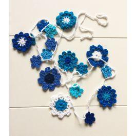 Gehaakte bloemenslinger in 4 verschillende kleuren