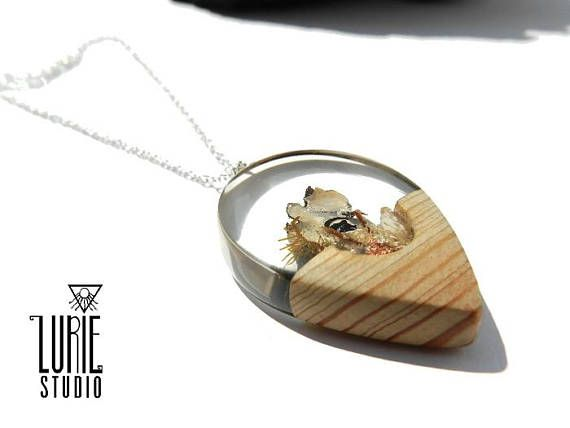 beach lover necklace Check out this item in my Etsy shop https://www.etsy.com/listing/544917822/beach-inspired-wood-resin-necklace-real