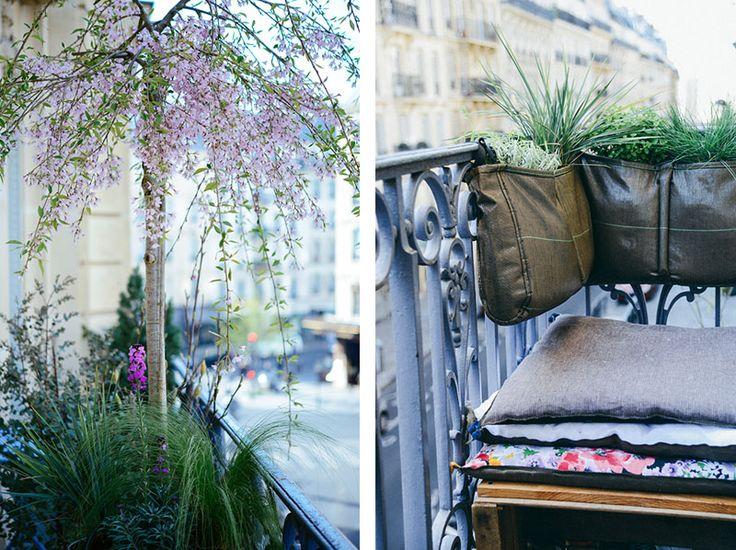 Mon balcon à Paris : prunus retombant, eucalyptus, magnolia dans des grands pots @BACSAC® et jardinière suspendu @BACSAC  pour créer un dossier végétal au coin lecture   Vanessa Pouzet