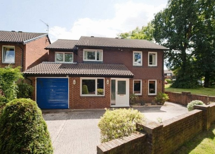 Monthly Rental Of £1,650  4 Bedroom Detached House - Denmans, Crawley, West Sussex, RH10 7SJ Estate Agents