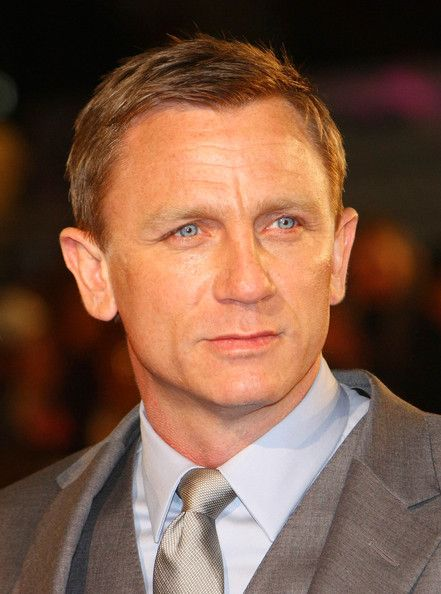 """Daniel Craig Photos Photos - Actor Daniel Craig arrives at the European Premiere of """"Defiance"""" at the Odeon West End Cinema in Leicester Square. - Defiance Premiere hits London"""