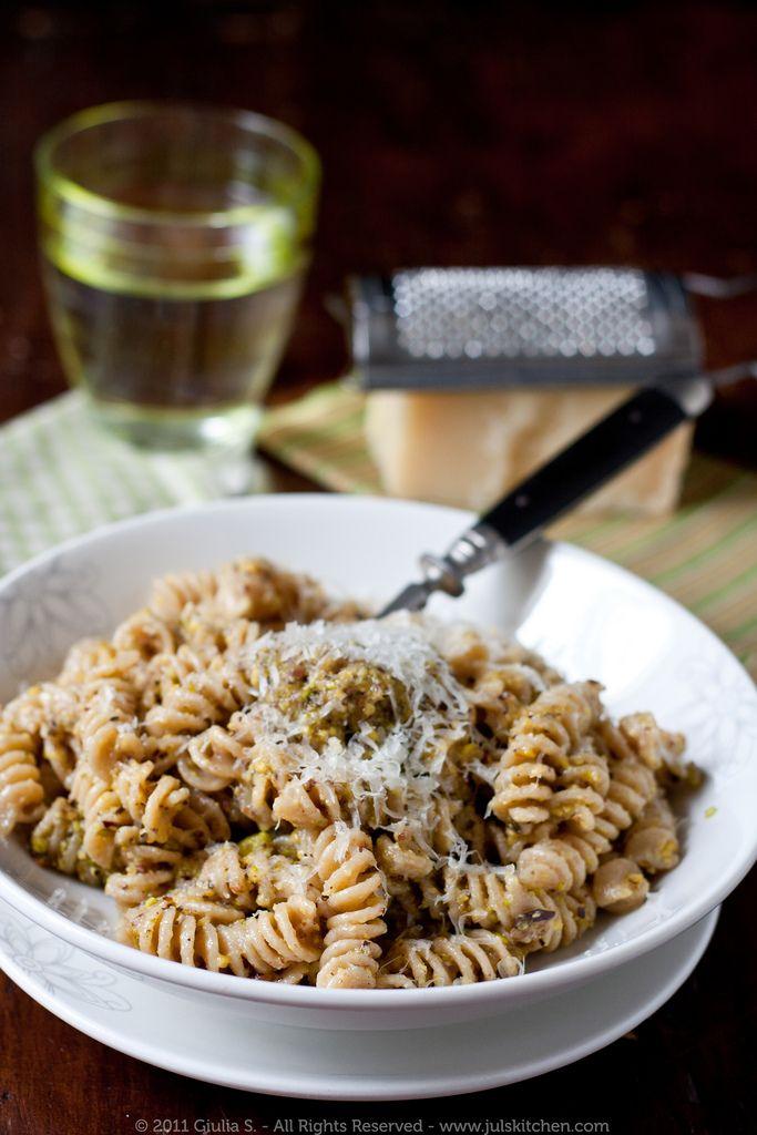 Whole wheat pasta with pistachio pesto - Juls' Kitchen | Juls' Kitchen