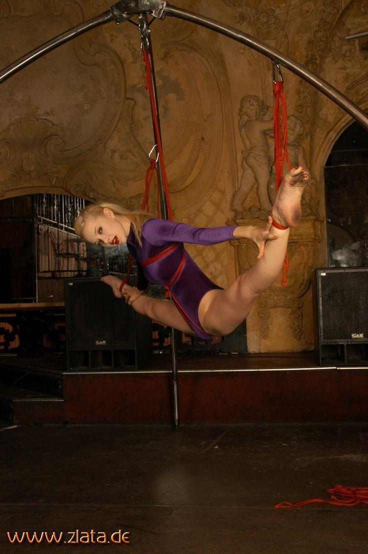 Бондаж гимнастки фото
