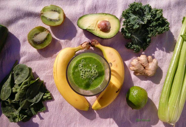 klorofillban gazdag, energiadús, tápanyagdús, rostdús, nagyon finom zöld turmix, avagy green smoothie (gluténmentes, laktózmentes, tojásmentes, cukormentes, mindenmentes, nyers, vegán) / Recept / édes gyümölcs, sötét zöld levelek, víz