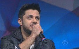 http://globotv.globo.com/rede-globo/jornal-hoje/v/assista-ao-clip-com-musica-nunca-lancada-por-cristiano-araujo/4288366/