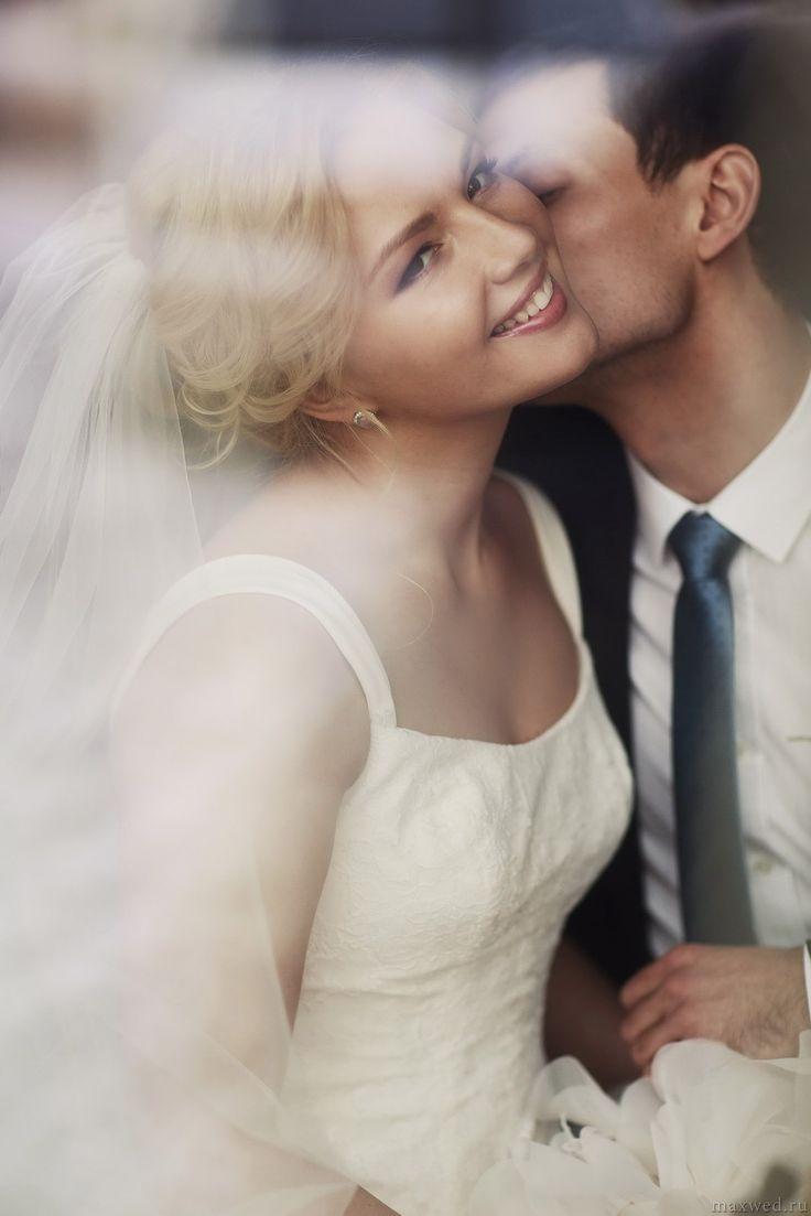 Свадебная фотосессия, жених и невеста.