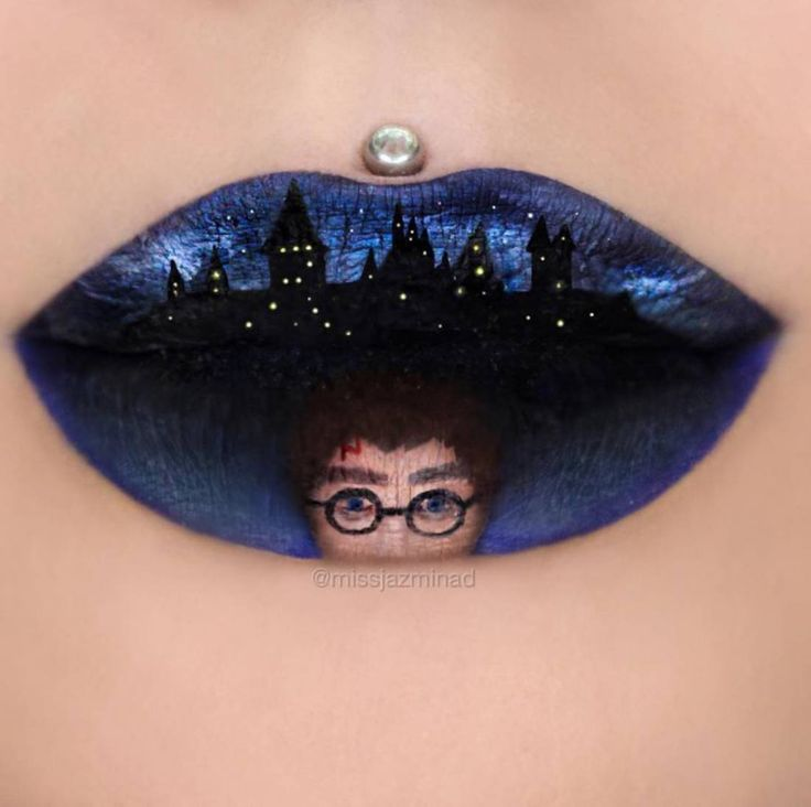 Sourire de sorcière, promotion Harry Potter. / By Jazmina Daniel.