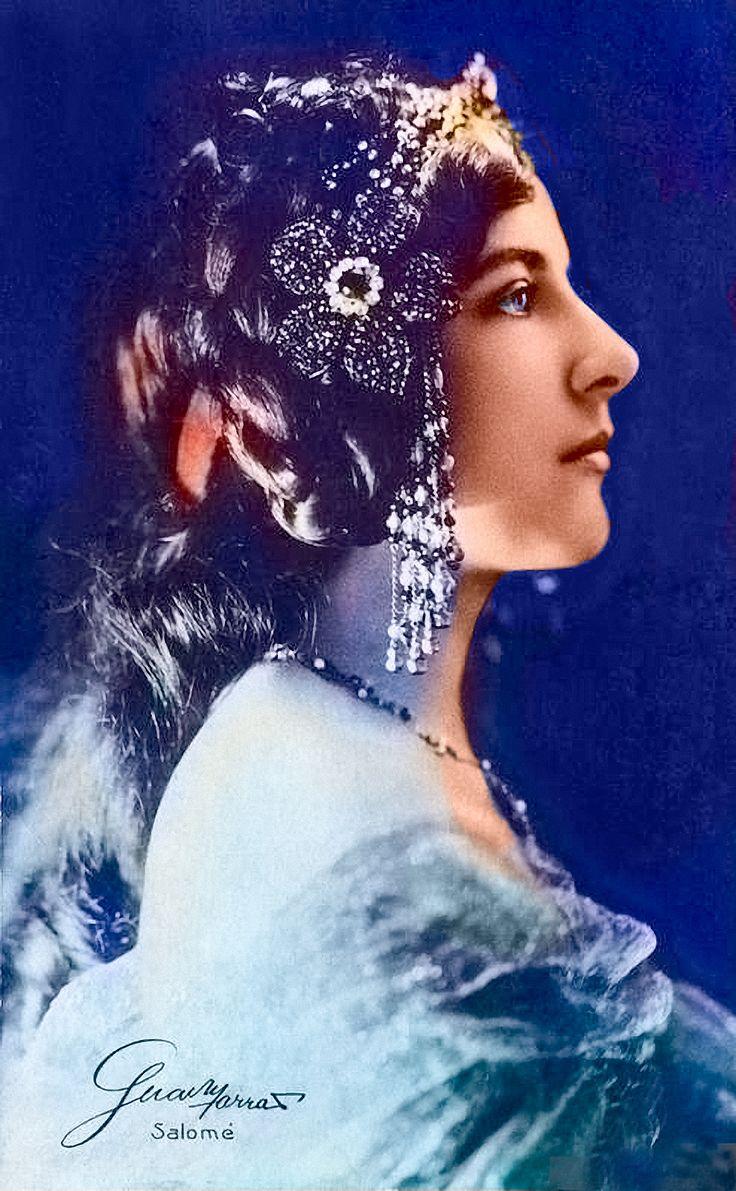 Postkarte von 1907: Opernsängerin Geraldine Farrar: geb. 28. Februar 1882 in Melrose, Massachusetts; gest. 11. März 1967 in Ridgefield, Connecticut. (Wikipedia)