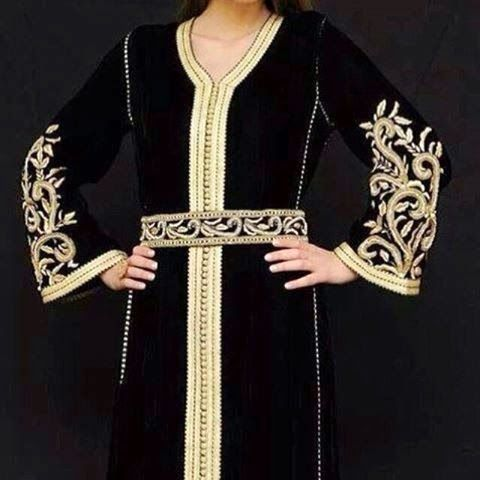 un superbe nouveau caftan marocain couleur noir en velours ou mobra tissu de luxe d couvrir. Black Bedroom Furniture Sets. Home Design Ideas