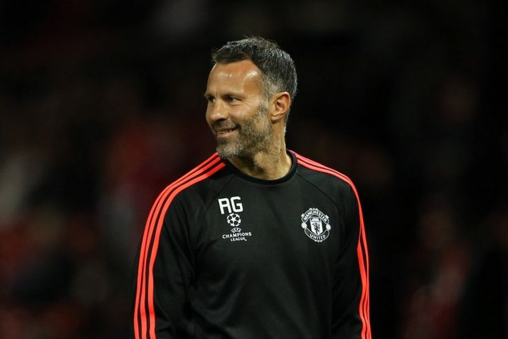 Sir Alex Ferguson: Ryan Giggs could have succeeded me at the age of 35 | Ryan Giggs | Manchester United & Wales