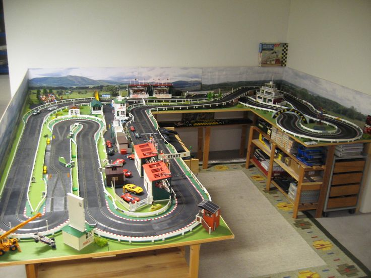 MAJOR SCALEXTRIC RACING, Building a layout.