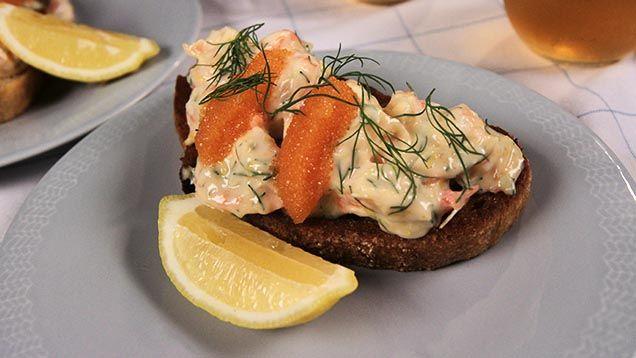 Toast Skagen, en av de mest älskade, klassiska och populäraste förrätterna vi har i Sverige. En Toast Skagen till förrätt kan helt enkelt aldrig så fel! Här är våra bästa tips och recept. Toast...