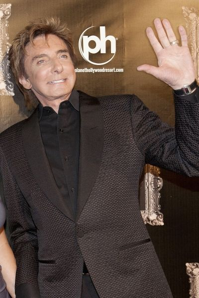 barry manilow 2015 | Barry Manilow and wife