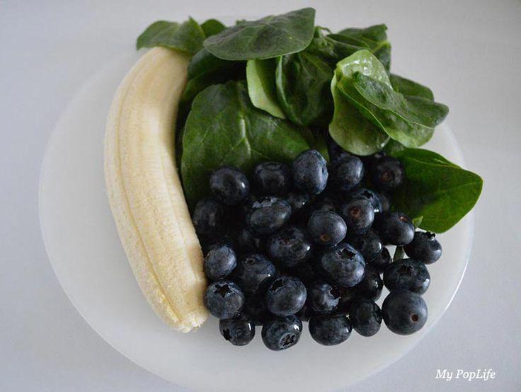 Ingrédients pour un smoothie myrtilles-épinards (via MyPopLife.fr)
