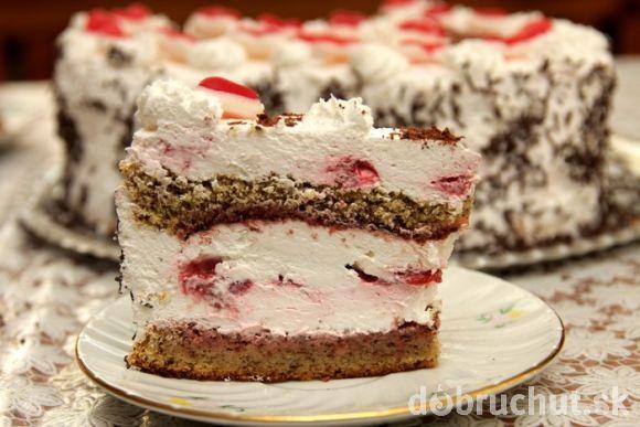 Orechovo-šľahačková torta s ovocím