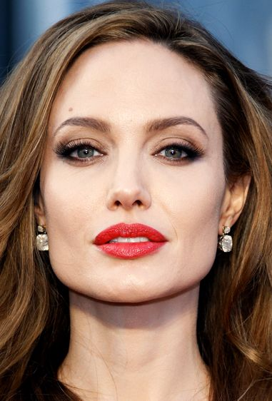 Angelina Jolie smoky eyes and red lips
