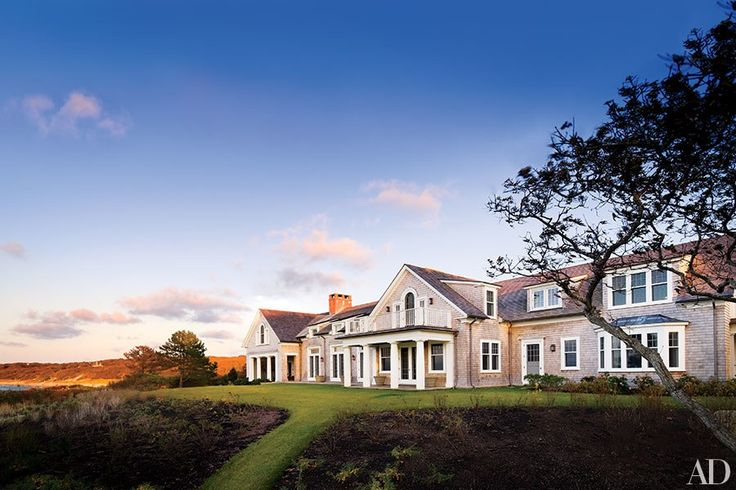 21 Beautiful and Beachy Shingle Style Homes Photos | Architectural Digest