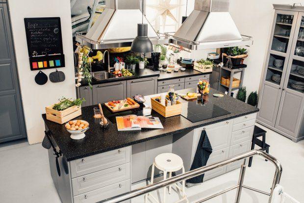 W biurowcu u zbiegu Emilii Plater i Jerozolimskich w niedzielę zacznie działać ogólnodostępna dwupoziomowa kuchnia. Wyposażenie dostarczyła Ikea. Przez trzy miesiące każdy może tu przyjść, coś ugotować i zjeść.
