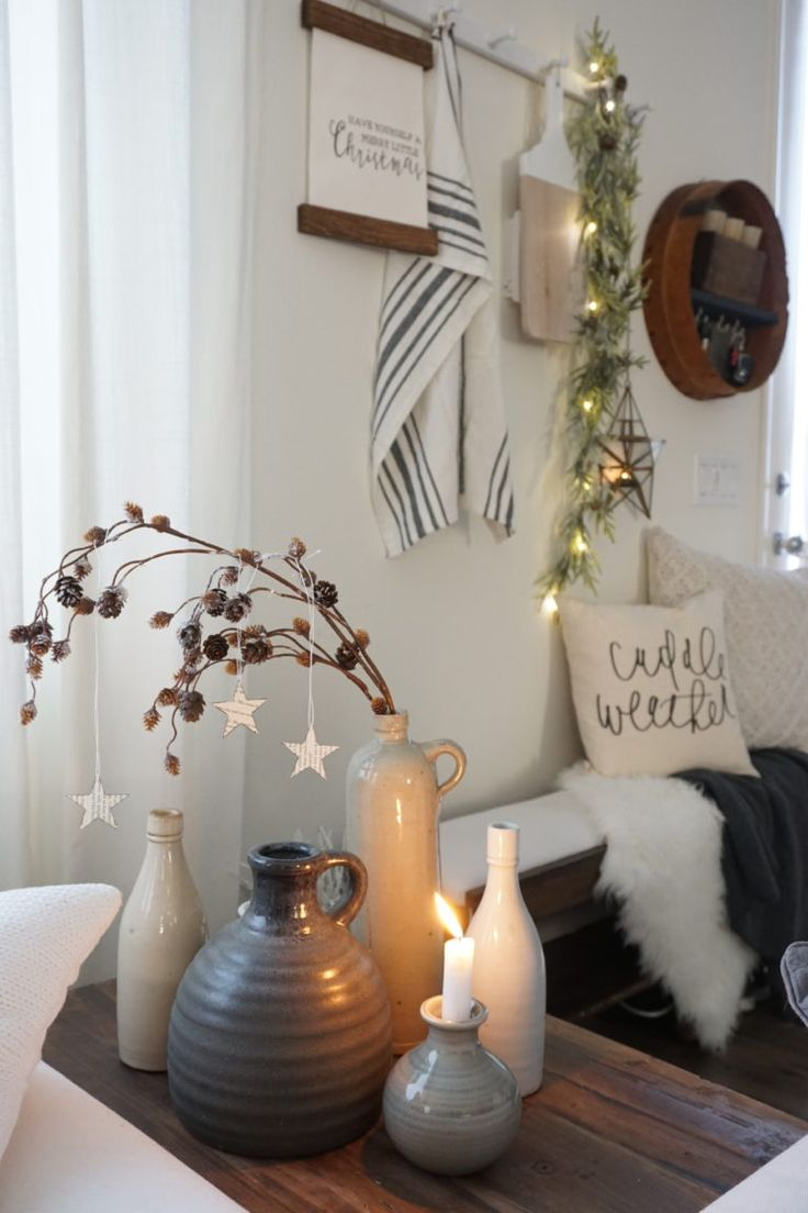 Bb 57 Engine Room: Neutral Minimalist Christmas Living Room