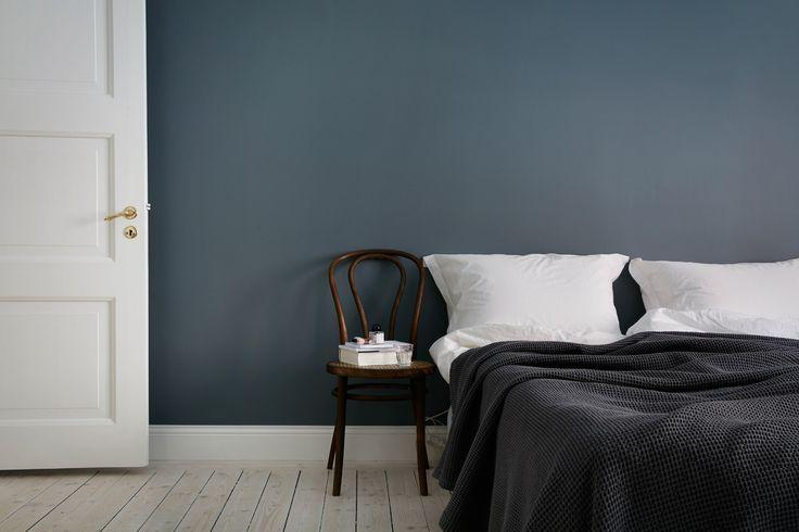10 dark bedroom walls - via cocolapinedesign.com