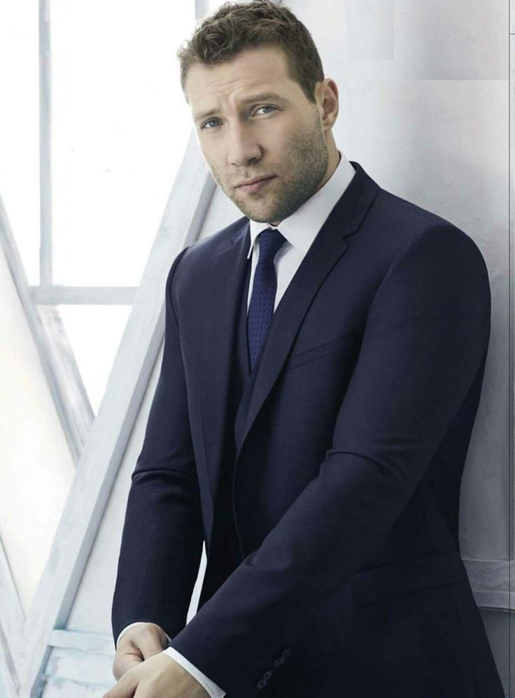 Jai Courtney-nice picture.