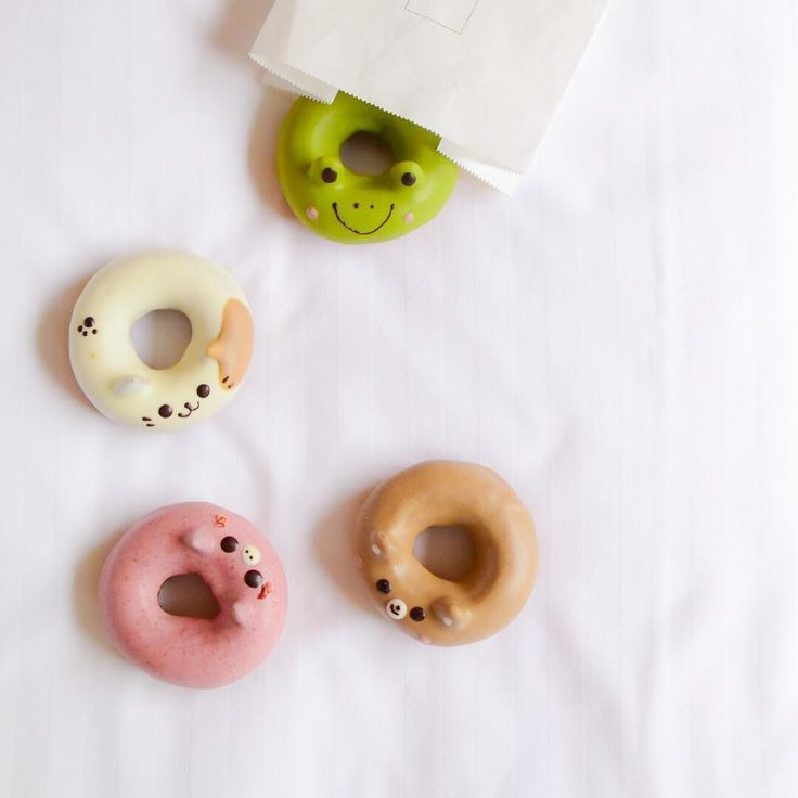 Super cute animal donuts from Floresta Nature Doughnuts @floresta_nature_doughnuts. Bought them at Kyoto Gion area.  Neko (cat) white chocolate donut Kuma (bear) coffee chocolate donut Buta (piggy) raspberry chocolate donut and Kaeru (frog) matcha chocolate donut.  They were not as sweet as I thought they would be but donut texture was too dense for my liking. They are really kawaii though!  #Floresta #animaldoughnuts #animaldonuts #donuts #doughnuts #ドーナツ # #動物ドーナツ #可愛い…