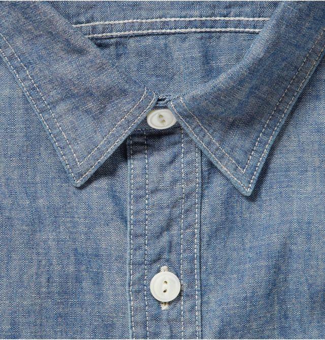 Шамбре — легкая хлопковая ткань полотняного плетения, появившаяся в XVI веке в коммуне Камбре (отсюда и название) на севере Франции. Изначально эту ткань делали из льна, однако к началу XIX столетия основным материалом для производства шамбре стал хлопок. плотность в сочетании с легкостью. Именно поэтому шамбре стали использовать для производства униформы рабочих в США. Кстати, синий цвет этих рубашек породил название рабочего класса — «голубые воротнички».