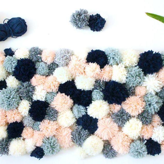 17 meilleures id es propos de tapis pompon sur pinterest ponpon tapis de pompon et pompon. Black Bedroom Furniture Sets. Home Design Ideas