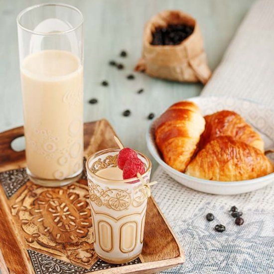 This milkshake is delicious, very easy and refreshing when the weather is warm. (in Spanish)