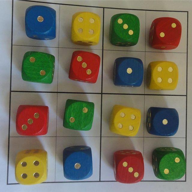 So und heute noch die Version für kleine Matheasse!!! Also sowohl die Farben als auch die Punktebilder müssen nach der Sudokuregel eingesetzt werden. Gar nicht so leicht, wie die fast korrekte Lösung zeigt!  #sudoku #sudokus #kindergarten #mathematik #kinder #grundschule #grundschullehrerin #matheforscher #matheasse #farben #würfel