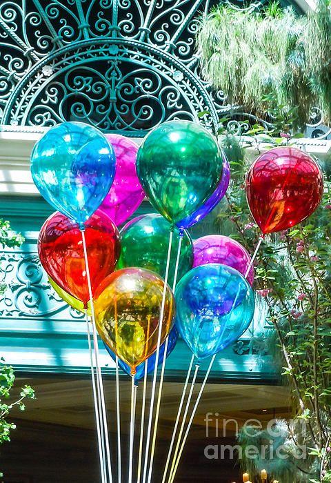 Glazen ballonnen! Vrolijkheid alom.
