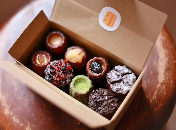 フランス・ボルドー地方の郷土菓子として日本でも人気が高い、カヌレ。そんなカヌレだけを専門に作っているというお店「カヌレ堂 CANELÉ du JAPON(カヌレ ドゥ ジャポン)」が大阪・桜川にあります。いろいろな味のカヌレを創作する小さなお店をのぞいてみました。