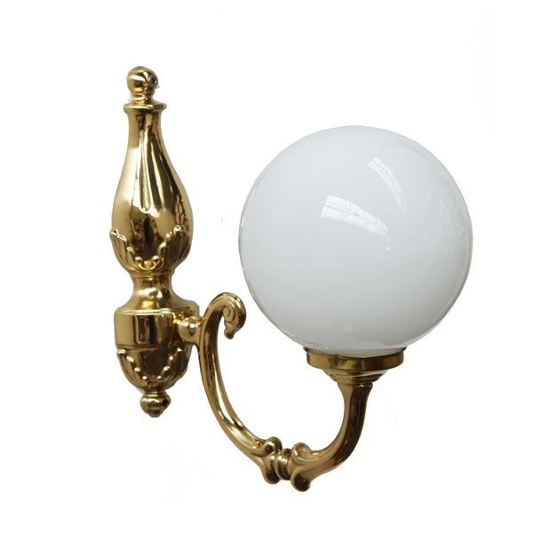 Discrete but yet remarkable, the Ben Single Arm Traditional Wall Light will shine in your home space bringing you a warm ambience to your vintage interior. This traditional wall light has a glass shade that create a warm and cozy atmosphere. Their graceful arm is crafted in brass and their ornate details make this wall light a truly elegant solution to complete your interior design. #walllight #singlearmlight #lighting #traditionallamp #brasslight #globelighting