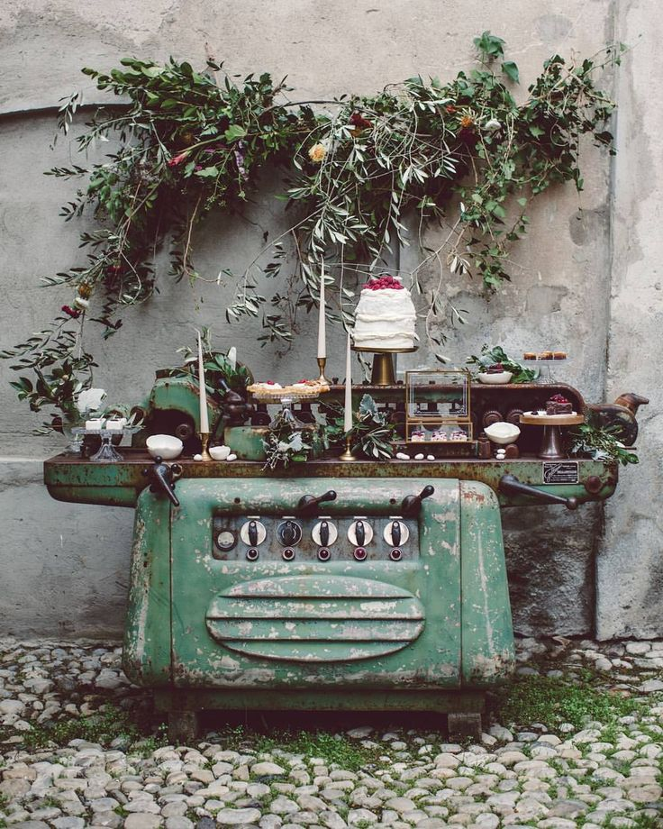 """4,403 Me gusta, 40 comentarios - Green Wedding Shoes / Jen (@greenweddingshoes) en Instagram: """"This Lake Como elopement featured a makeshift dessert table — served on a large, industrial sewing…"""""""