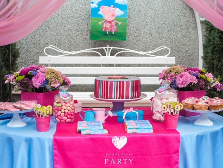 peppa pig birthday party and candy bar. For my 2y daughter