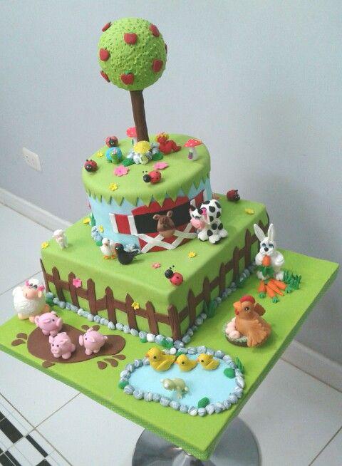 Torta de la granja!!!, con muchos animalitos, todo hecho por mi en cake de vainilla con pecanas