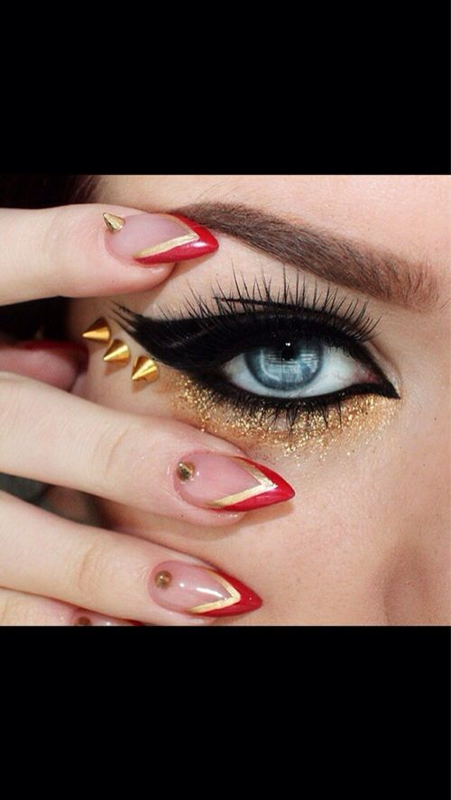 Sparkles, nails ! Dominated makeup
