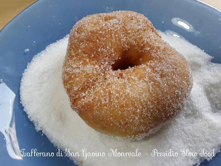 I frati fritti (chiamati anche per errore fatti fritti ) sono un dolce tipico sardo che viene preparato nel periodo del carnevale. Qui nella versione di Chiara Meloni.