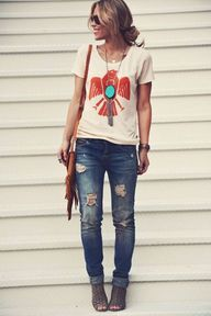 I want to make my own graphic tee like this soon - stamp it with fabric paint…