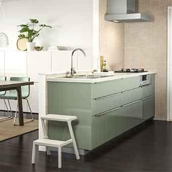 Ilot central vert dans une cuisine ouverte mini veranda for Cuisine moderne verte
