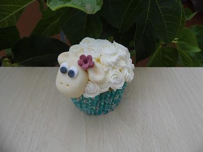 Mónica Cupcakes: MI CUPCAKE OVEJITA / SHEEP CUPCAKE