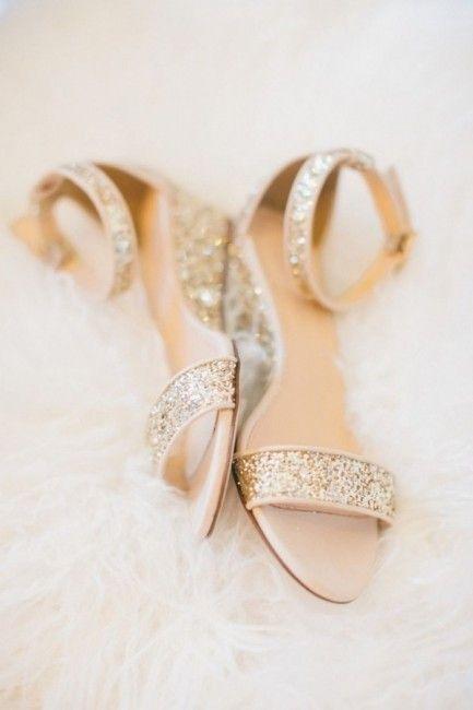 Coucou les filles ! Alors voici une sélection de chaussures plates, parce que c'est aussi bien de penser à son confort pour le jour du mariage :) Alors des chaussures plates ou des talons pour le grand jour ?! 1 2 3 4 5 6 7 8 9 10 Retrouvez d'autres