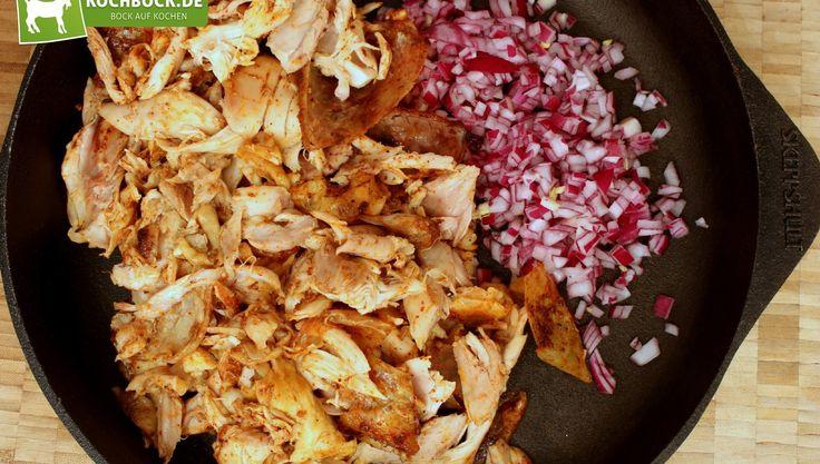 Pulled Chicken lecker und einfach zubereitet wie auf dem Grill! Würziges Raucharoma und lange Garzeit im Ofen sorgen für ein wahres BBQ-Erlebnis!