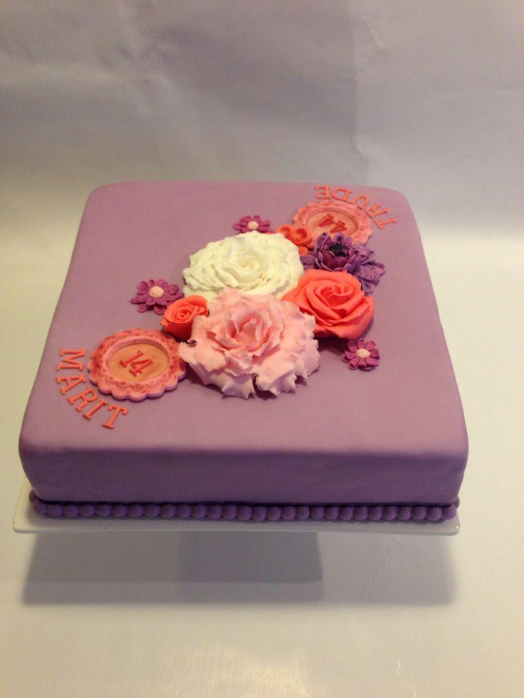Studio Roos pink and purple fondant flower cake