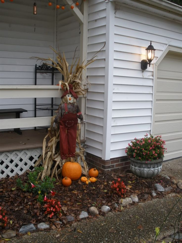 Exterior, Creating Halloween Feast Outside And Yard Make A Scary Decorations:  Nice Outdoor Halloween Decorations With Rabbit Doll Corn Corp . Part 71