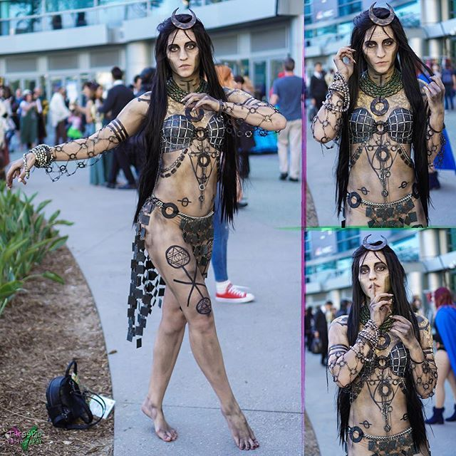 Character: #enchantress Series: #suicidesquad Cosplayer: @victoryofyournemesis Event: @wondercon Photographer: @vthreepio Camera: #sonya6000 35mm . #junemoone #enchantresscosplay #suicidesquadcosplay #dccomics #cosplay #witch #sorceress #blackmagic #dccosplay #dccomicscosplay #dcgirls #cosplayer #cosplaygirl #dcvillains #antihero #supervillain #cosplaymodel #switcheroowitcheroo #goldflakes #heroassociation #taskforcex #barefoot #cosplayers #cosplayphotoshoot #wondercon #wondercon2017…