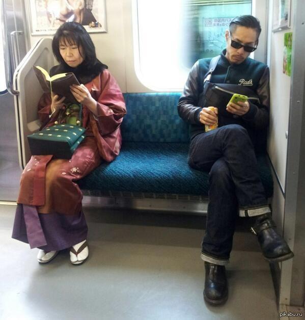 Столкновение поколений. Киото, Япония. - скачать картинку