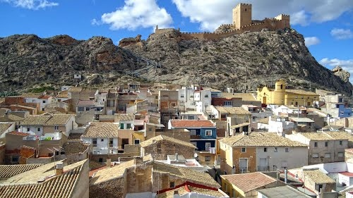 El castillo de Sax se alza a 524 msnm sobre un escarpado peñasco que domina Sax (Alicante) y domina gran parte del valle del Vinalopó entre Elda y Villena